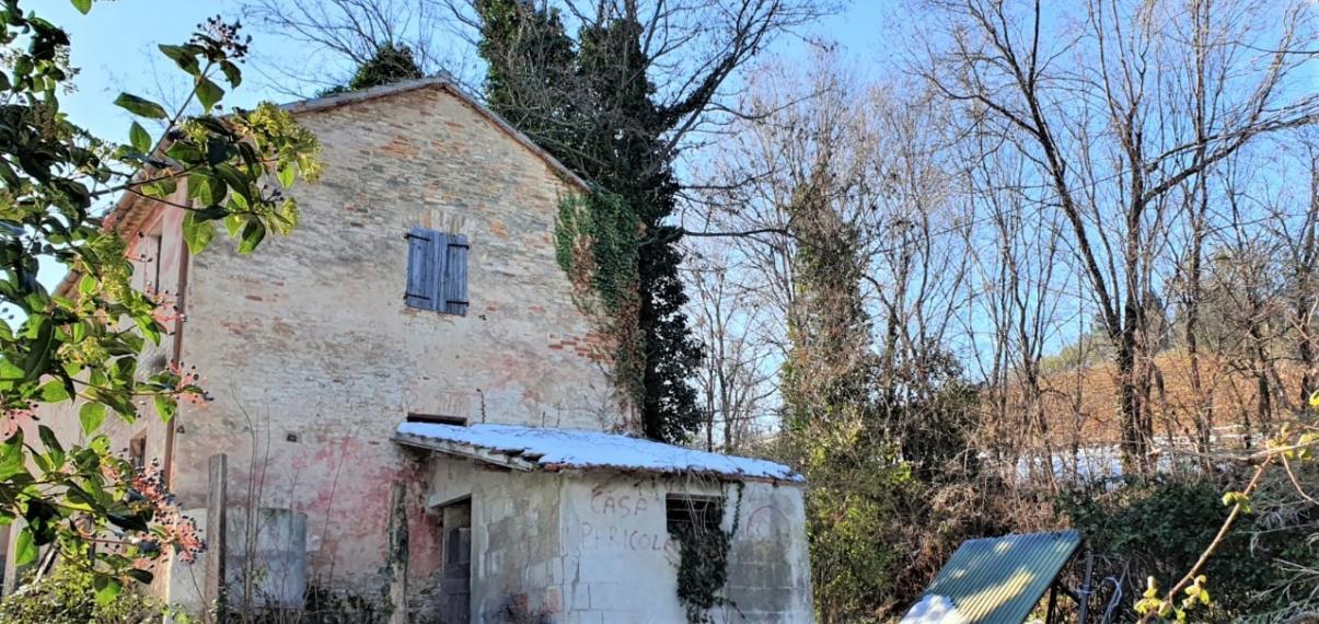 Fano - zona montegiove - rustico casolare cascina in vendita