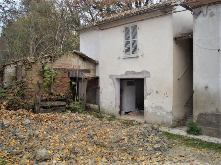 Pesaro - rustico casolare cascina in vendita