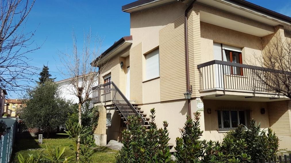 Fano - zona ospedale - unifamiliare villa in vendita
