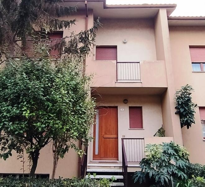 Fano - zona vallato - schiera centrale in vendita
