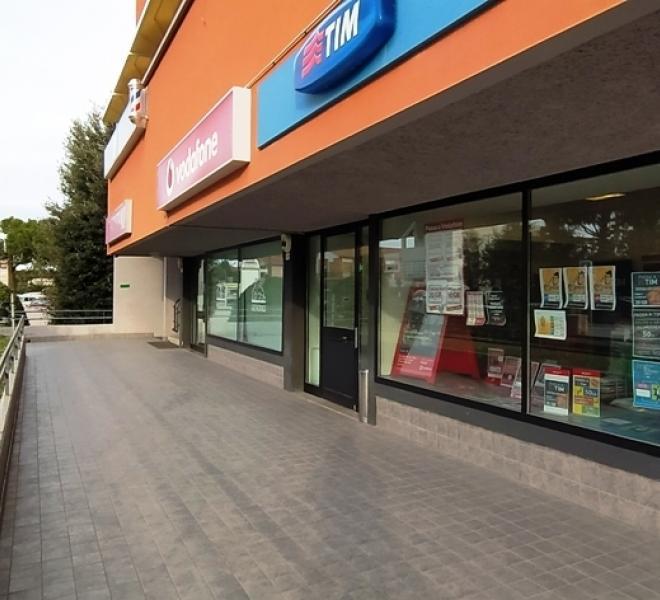 Fano - zona flaminio - locale commerciale negozio in vendita