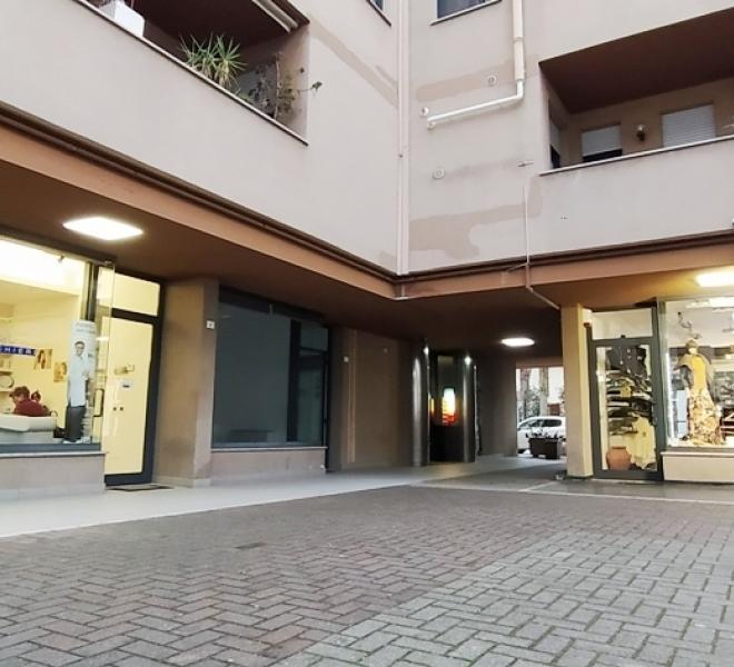 Fano - zona passeggi - ufficio in vendita